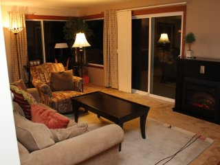 BEAUTIFULLY FURNISHED TWO BEDROOM, ONE BATHROOM APARTMENT, Seattle