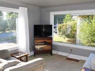 LOVELY AND BEAUTIFULLY FURNISHED 1 BEDROOM, 1 BATHROOM APARTMENT, Seattle