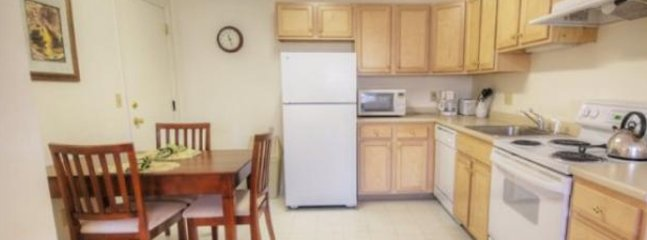 COZY AND WARM 2 BEDROOM, 1 BATHROOM APARTMENT, Marlborough