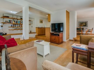 Furnished 1-Bedroom Apartment at Valencia St & 21st St San Francisco