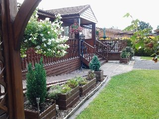 Owl's Nest Lodge (Log Cabin) with private hot tub., York