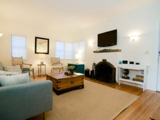 Adorable and Charming 1 Bedroom Apartment with Fireplace, Redwood City