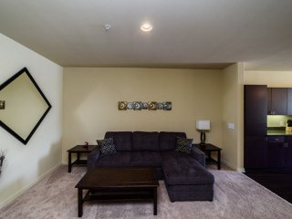 BEAUTIFUL AND NEAT FURNISHED 1 BEDROOM 1 BATHROOM APARTMENT, Irvine