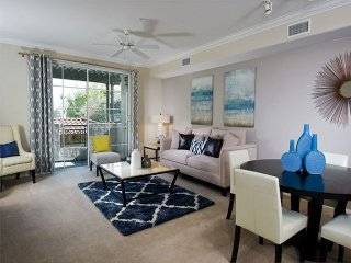 Elegant and Modern 2 Bedroom Apartment, Glendale