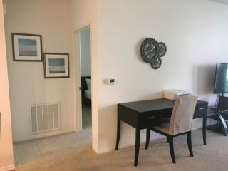 CHARMING, CLEAN AND COZY 1 BEDROOM, 1 BATHROOM APARTMENT, Irvine