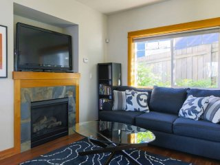 The Chalet: Modern 2 bed craftsman, Seattle