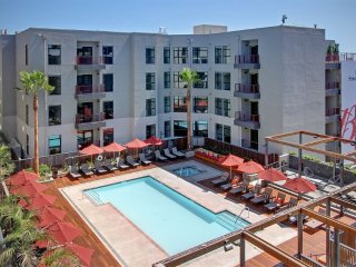 Furnished 2-Bedroom Apartment at Hollywood Blvd & Argyle Ave Los Angeles, Los Ángeles