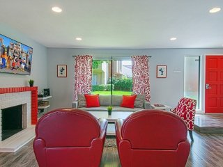 Bright and Modern 3 Bedroom Apartment, Anaheim
