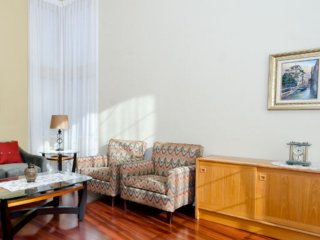 Beautifully Furnished Home, Union City