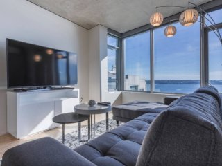 Ultra - Modern Downtown Penthouse Condo, Seattle