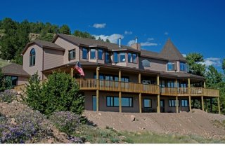 Cripple Creek's Largest Mountain Retreat - 10 beds 8.5 baths - Sleeps 24 in beds