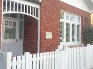 46 Kelly Street Luxury Accommodation Battery Point, Hobart