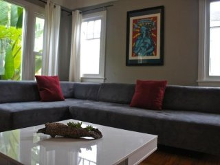 BEAUTIFULLY FURNISHED 2 BEDROOM, 1 LUXURY APARTMENT, Santa Monica