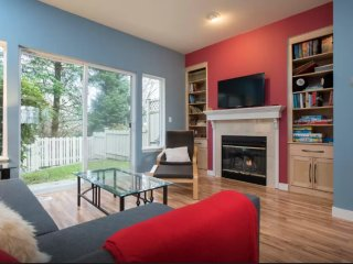 Furnished 2-Bedroom Townhouse at 139th Ave SE Bellevue