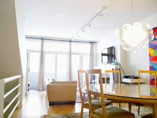 Furnished 3-Bedroom Apartment at W Huron St & N Sangamon St Chicago