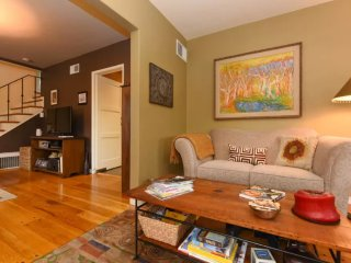 Luxuriously Furnished 3 Bedroom Apartment, Oakland