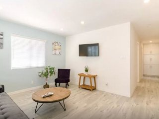 Brand New 1 Bedroom Apartment Few Steps From Beach, Los Angeles