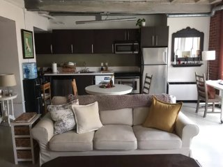 Furnished 1-Bedroom Apartment at S Broadway & W 6th St Los Angeles, Los Ángeles