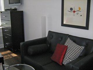 Furnished Studio Apartment at 8th Ave & W 15th St New York, Nova York