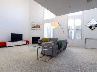 Furnished 1-Bedroom Apartment at W 6th St & Hauser Blvd Los Angeles, Los Ángeles