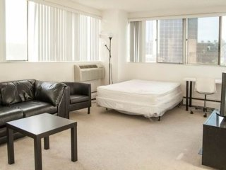 Furnished Studio Apartment at Wilshire Blvd & Barry Ave Los Angeles, Los Ángeles