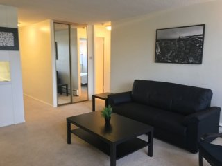 Furnished 1-Bedroom Apartment at S Barrington Ave & Texas Ave Los Angeles, Los Ángeles