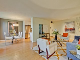 Furnished 1-Bedroom Condo at California St & Del Medio Ave Mountain View, Vue sur la montagne
