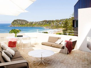 WHALEY - Contemporary Hotels, Whale Beach