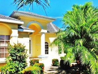 Villa on the lake-3 min. to the sea + rental boat, Cape Coral