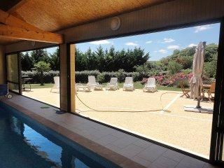Villa Pesquier Perigord, piscine interieure chauffee, au calme.