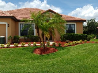 Spacious Villa & Pool in a quiet gated community., Kissimmee