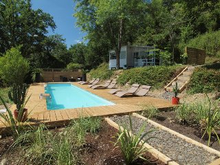 Riverside Chalet (4) with shared heated pool, La Bastide-Clairence