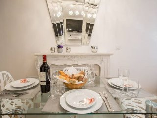 NEWLY RENOVATED!!! - 1BR - HEART of the MARAIS