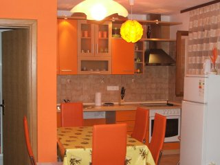 Apartment Orange, Njivice