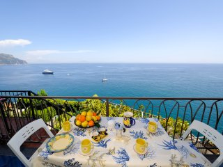 Cameo with terrace, sea view and access to the sea, Amalfi