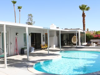 Famed Mid Century Poolside 5 Bed Private Home, Palm Springs