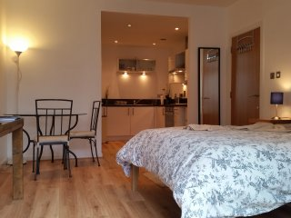 Lovely Central Station 2 Bedrooms Entire Flat