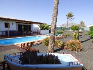 Villa con piscina a 1km de Playa Dorada, Playa Blanca