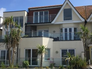 2 bed apartment with terrace, sea views of Fistral