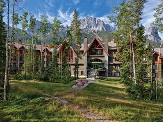 MOUNTAIN RETREAT-7.5 miles from Banff Natonal Park