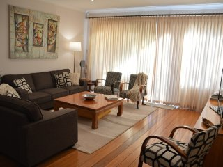 4 bed home with city views, great for big groups, Rose Bay