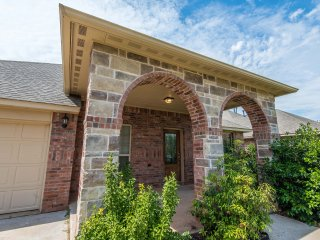 Gorgeous Home in Peaceful Gated Community, Oklahoma City