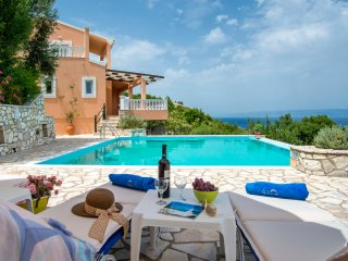 Villa Despina with Rrivate Pool & Amazing Seaviews, Gaios