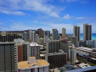 Waikiki Condo w/Large Lanai Ocean View! Free WiFi, Honolulu