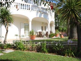 4 bedroom luxury villa.Heated pool & hot tub. Late availability offer 9-16 June