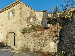 Historical house with WIFI & terrace, Nimes