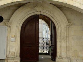 T1+, dans un Hôtel particulier du XVIII, La Rochelle