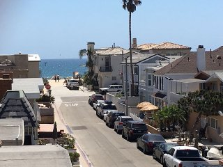 Unbeatable top 3 bed Newport beach CURRENT SPECIAL Fr.$170/Nt- 500 ft to beach