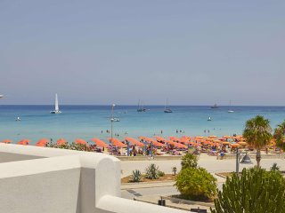 RESIDENCE LE PALME- APT BY THE SEA UP TO 6 PEOPLE, San Vito lo Capo