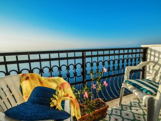 Amalfi Coast Casa Praiano, sea view, private balcony, free parking, wi-fi
